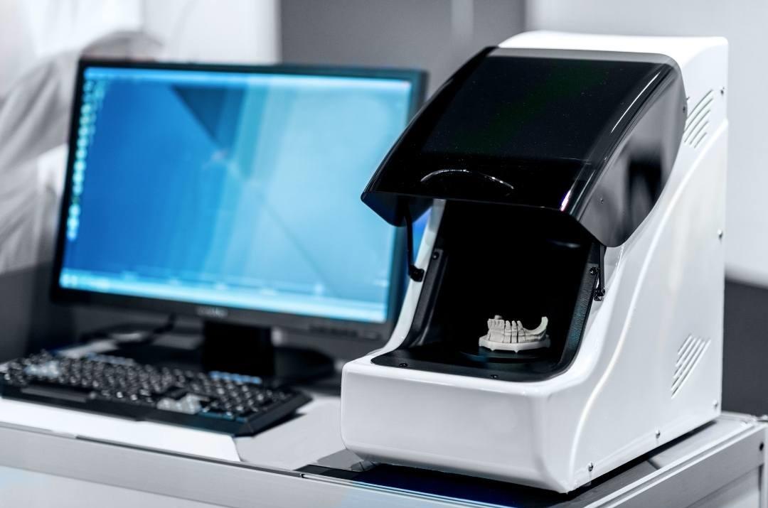 השתלות שיניים בטכנולוגית CAM-CAD